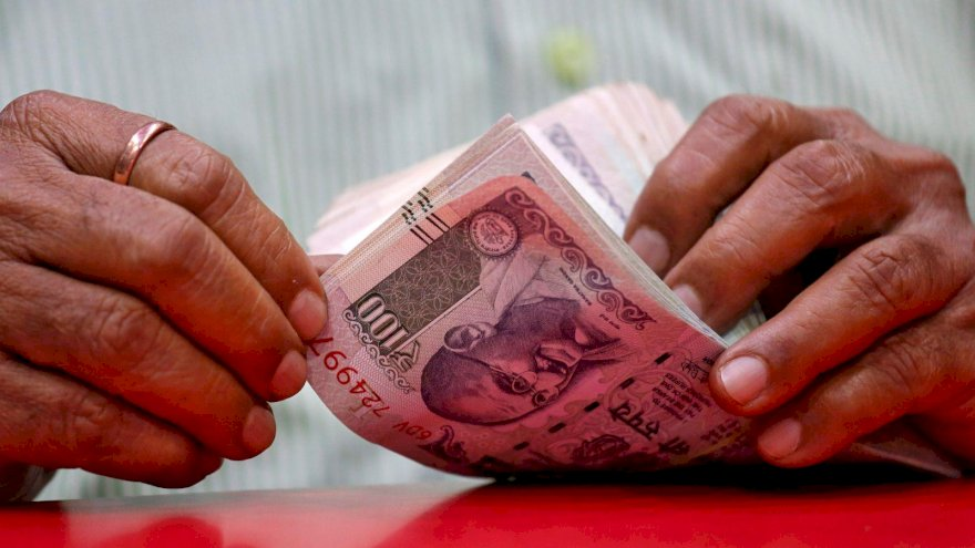 Rupee inches up 3 paise to 70.91 versus US dollar